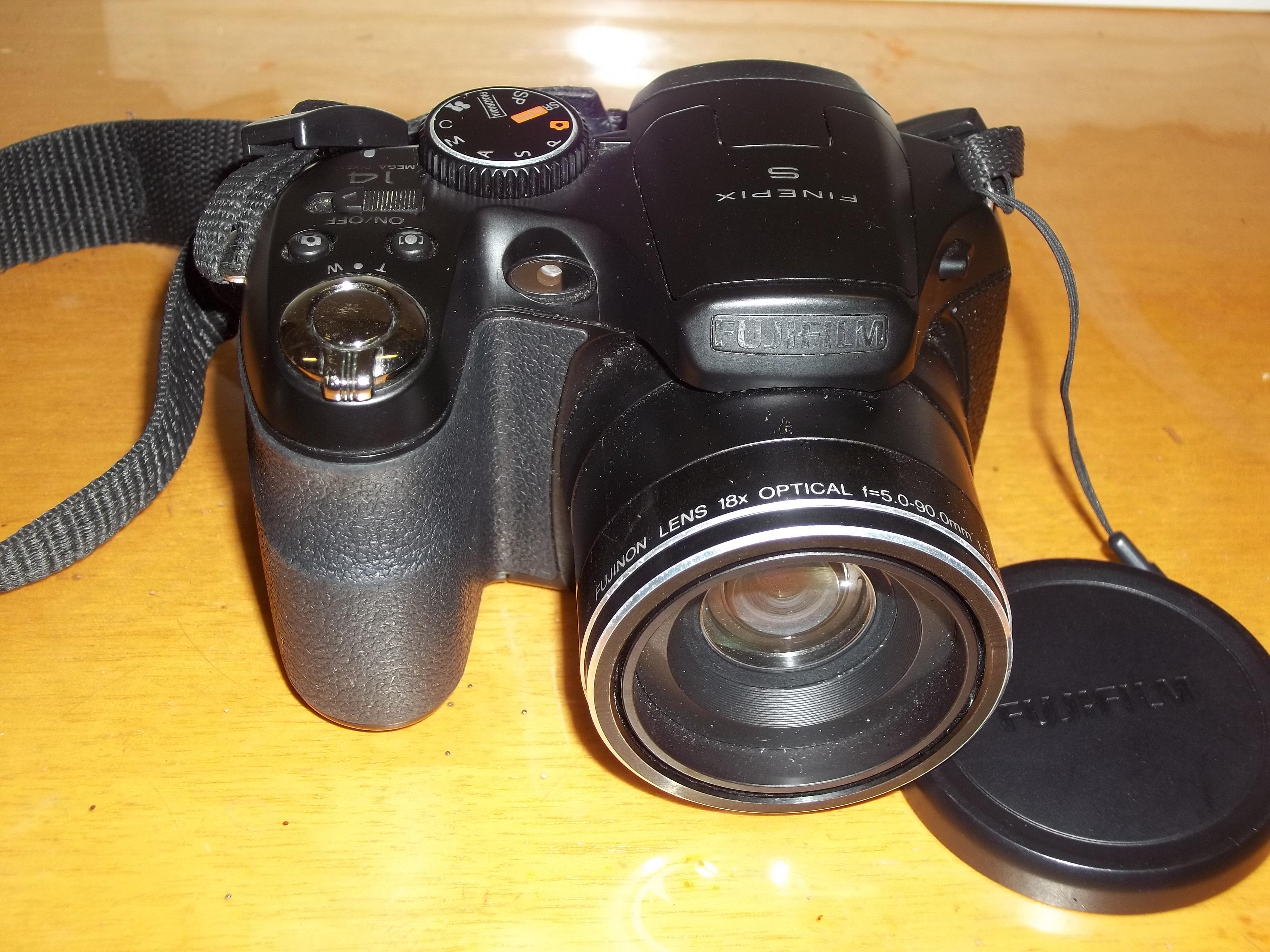 Minha Câmera Digital Fujifilm Finepix, Modelo S2980 (2012).
