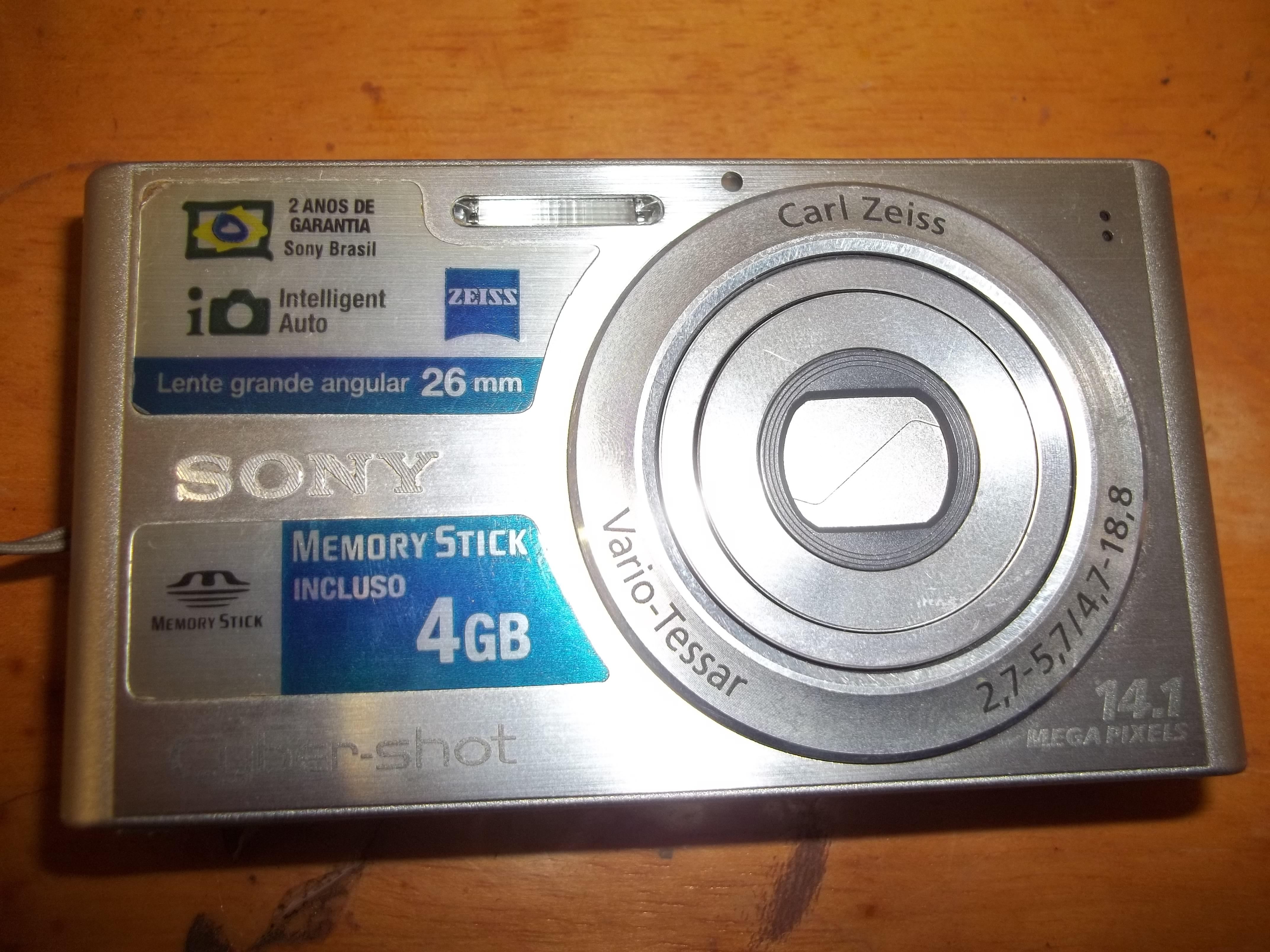 Câmera Digital Sony Cybershot DSC-320, Japão. Fotografada com Câmera Digital KODAK C-183.