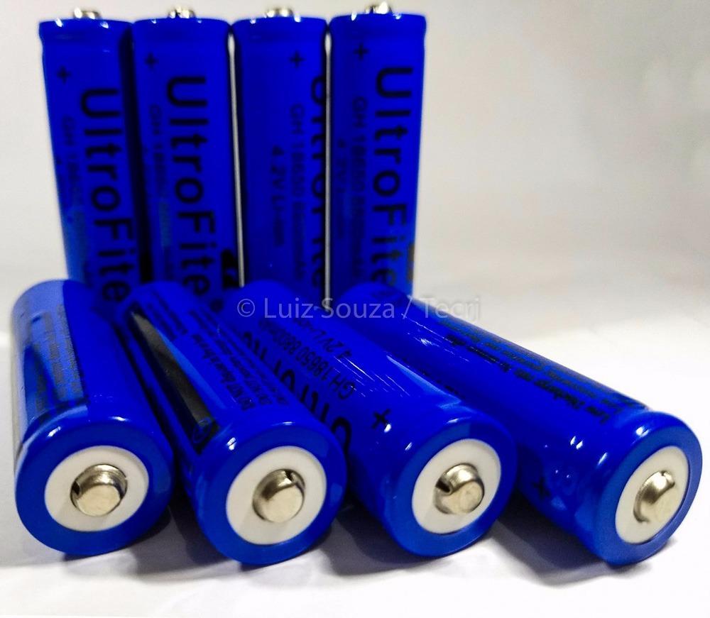 Bateria de 3,7 Volts, Marca Ultrafire, Modelo Similar a uma Pilha AA.