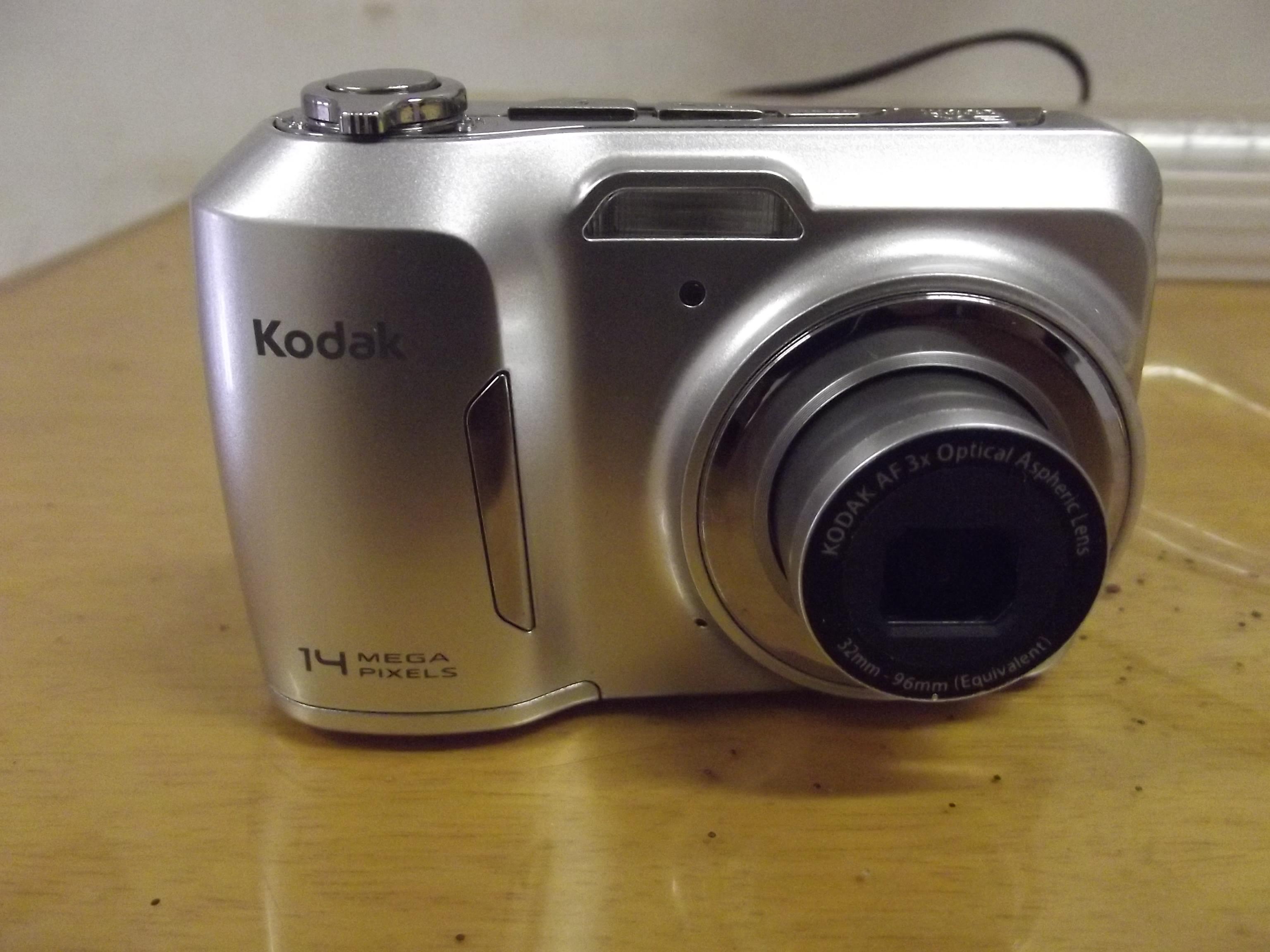 Câmera Digital KODAK Easyshare C183 (2010). Foto feita com câmera Fujifilm Finepix S2980.