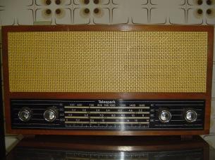 Antigo Rádio a Válvulas, Marca Telespark, Brasil (1962).